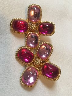 A beautiful pair of vintage earrings. They measure approximately 1 1/2 x 1 1/2