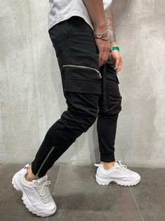 Size: S-XL|PRODUCT FEATURES: - Sweatpants - Black - Cargo pockets - Zipper details on both legs - Elastic ankle and ankle zipper - Skinny fit - Waistband and drawstring - Cotton, Polyester and Elastane - Item weight: 474 gr. Men With Street Style, Men Street, Mens Fashion Suits, Fashion Pants, Mens Sweatpants, Joggers, Jogger Pants Style, Men's Pants, Bermudas Shorts