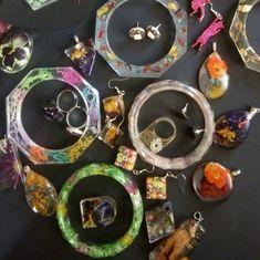 Finde das perfekte handgemachte Geschenk, trendige und Vintage-Kleidung, ganz besonderen Schmuck und mehr… vieles mehr. Creative, Washer Necklace, Etsy, Vintage, Shop, Jewelry, Handmade Gifts, Kleding, Jewelery