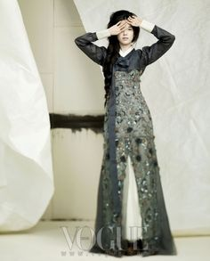 (An interesting take on the traditional hanbok) Design by Damyeon Lee Hye Soon + Obz