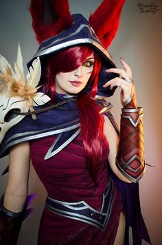 Xayah from League of Legends Cosplay by Kinpatse Cosplay #xayahcosplay #leagueoflegends #cosplayclass #costume