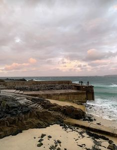 A beautiful evening in St Ives, Cornwall, from dinner at the Seafood Cafe to watching the most amazing sunset over St Ives Harbour and beaches. St Ives Beach, St Michael's Mount, St Ives Cornwall, British Seaside, Amazing Sunsets, Pink Sky, Places To See, Claire, Travel Inspiration
