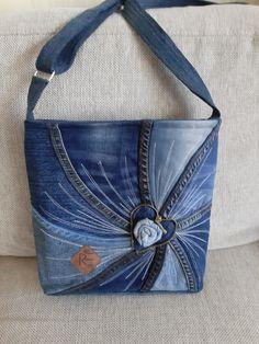 Colleen Seymour Crafts Denim Bags From Jeans, Denim Tote Bags, Denim Purse, Diy Jeans, Patchwork Bags, Quilted Bag, Denim Bag Patterns, Blue Jean Purses, Diy Bags Purses