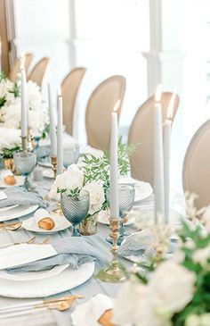 Inspired By This Elegant Ivory & Blue Baby Shower : Elegant Ivory and Blue Table Setting This elegant ivory and blue baby shower will blow you away! From the tile on the floor to the baguettes on the table, it softly screams Parisian. Baby Shower Elegante, Elegant Baby Shower, Blue Table Settings, Wedding Table Settings, French Table Setting, Elegant Table Settings, Wedding Tables, Baby Shower Azul, Wedding Centerpieces