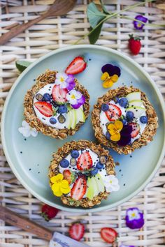 Granola breakfast tarts | healthy | snack | yum | eat | fruit |
