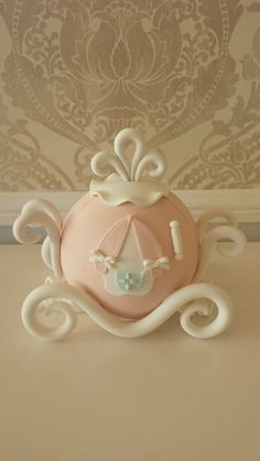 Cinderella's Carriage out of Fondant by Vanilla Bakeshop