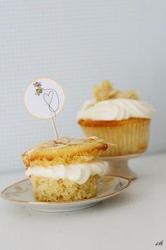 Bienenstich-Cupcakes mit passendem Topper zum Ausdrucken