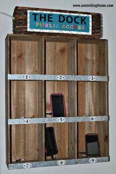 11. Para una casa con muchos integrantes, o una casa que recibe muchas visitas... un mueble especial donde cada uno tiene su cargador asignado.