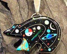 Native American Style Jewelry Sterling Silver Zuni Bear Cosmic Night Scene Micro Inlay Pendant OVERSIZED and Hallmarked Wearable Art Zuni Jewelry, Ethnic Jewelry, Metal Jewelry, Gemstone Jewelry, Jewelry Crafts, Jewelry Art, Handmade Jewelry, Fashion Jewelry, Native American Artwork