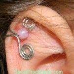awesome DIY Bijoux - Make Your Own Ear Cuffs - Savvy Practicality Ear Jewelry, Jewelry Crafts, Jewelery, Jewelry Making, Wire Ear Cuffs, Bijoux Fil Aluminium, Cuff Earrings, Beads And Wire, Wire Wrapped Jewelry