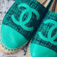 """Gefällt 25 Mal, 1 Kommentare - What i love (@whatilove.at) auf Instagram: """"Oldies but goldies ✨ *Werbung* Das sind mit Abstand die bequemsten Schuhe, die ich besitze.…"""" Chanel Espadrilles, Sandals, Instagram, Shoes, Blog, Fashion, Comfortable Shoes, Advertising, Keep Running"""