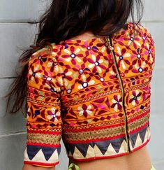 blouse designs latest Are you searching for lehenga blouse designs? Cherish your elegance with the marvellous collections and suggestions of our best lehenga blouse design Sari Design, Choli Blouse Design, Saree Blouse Neck Designs, Fancy Blouse Designs, Choli Designs, Blouse Lehenga, Lehenga Choli, Moda Retro, Head Band