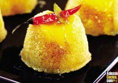 Budini di mango con sciroppo al peperoncino - Ricetta su AdessoCucina.com