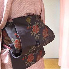 実はカンタン!着付け講師が「銀座結び」の手順を事細かく教えます! | すなおの着付けコツのまとめ♪ Yukata Kimono, Kimono Pattern, Japanese Kimono, Queen Victoria, Asian Style, Geisha, Textiles, Costumes, Coat