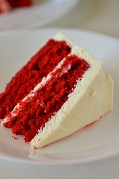 My love for Red Velvet Cake runs deep. ♥ There is something about the flavor I can't resist, and of course the color. Thosebright red cake layers with white creamy frosting in between. It's literally dessert heaven, andperfect for the Christmas holiday!  This Red Velvet Cake is a classic and a surprisingly … Velvet Cake, Bolo Red Velvet, Velvet Cupcakes, Cake With Cream Cheese, Cream Cheese Frosting, Köstliche Desserts, Delicious Desserts, Frosting Recipes, Cake Recipes