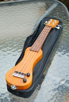 Eleuke Peanut ~ Electric ukulele