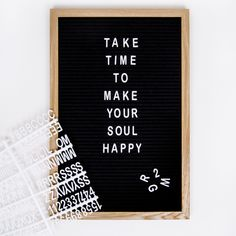 Letterboard Alma Black- Letterboard Alma Schwarz On our Letterboard Alma, you can use small white letters, numbers and characters to solve your favorite sayings and quotes. Memo Boards, Bulletin Boards, Best Quotes, Love Quotes, Inspirational Quotes, Karma Quotes, Quotes To Live By, Felt Letter Board, Bedroom Quotes