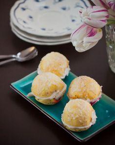 Vanilla Cashew Cream & Raw Cherry Jam filled Apples w/ Coconut frosting - Laskiais-omput - Mardi Gras Apples (Raw) | Keittiökameleontti