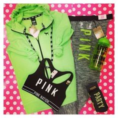 Victoria's Secret PINK Full Zip Hoodie, Sweatshirt LARGE/Neon Green Sold Out! In this I wear smalls on the leggings and hoodies but sports bra probably a medium Pink Outfits, Mode Outfits, Sport Outfits, Casual Outfits, Teen Outfits, Winter Outfits, Michelle Lewin, Weight Lifting, Teen Fashion