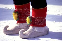 fin49: Finland - Lapland - Hetta: Sami shoes (photo by F.Rigaud) - (c) Travel-Images.com - Stock Photography agency - Image Bank