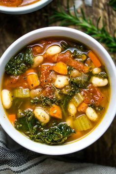 Instant Pot White Bean Kale Soup (V & GF) If you love kale soup and white bean soup, this Instant Pot vegetable soup is the best of both! It's a healthy vegan soup that's ready in 30 and great for meal prep! White Bean Kale Soup, Bean And Vegetable Soup, Vegetable Soup Healthy, Veggie Soup, Vegetarian Soup, Healthy Soup, Vegetarian Dinners, Kale Soup Recipes, Veggie Recipes