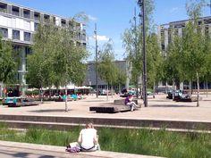 Sonnen und relaxen auf dem Turbinenplatz Container Architecture, Landscape Architecture, Paving Design, Landscape Elements, Public Realm, Parcs, Public Spaces, Zurich, Plaza