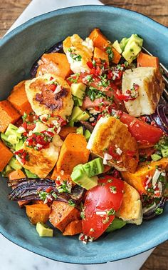 Recipe for: Colorful Oven Vegetables with Halloumi, Avocado and Homemade Parsley Chimichurri Argentine BBQ / Vegetarian / BBQ / Cooking / Food / Nutrition / Delicious / Cooking / Ingredients / Healthy / Fast / Dinner / Lunch / Spring / Gluten Free Grilling Recipes, Veggie Recipes, Vegetarian Recipes, Healthy Recipes, Oven Vegetables, Roasted Vegetables, Hello Fresh Recipes, Avocado Dessert, Fast Dinners