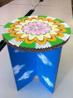 ダンボール家具の作り方教室強化ダンボールで椅子スツール制作 Creativity, Hands, Ideas, Stuff Stuff, Ornaments, Paper Board, Thoughts