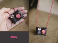Eu amo fotografia! Vem ver os colares que eu fiz: http://danielaseco.com.br/categoria-produto/acessorios/ Estes vocês podem comprar direto da loja no meu site, o frete é R$ 5,00 pra todo o Brasil...:O)