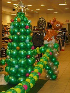 Balloon Art-Palloncini Balloon Columns, Balloon Arch, Balloon Garland, Balloon Decorations, Christmas Decorations, Christmas Balloons, 1st Christmas, All Things Christmas, Christmas Parade Floats