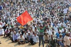 The traders and people into beef trade staged a morcha at the Azad Maidan here on Monday. They are enduring huge losses after the ban on the sale and purchase of beef in the state. Traders in Maharashtra have said that they would ask Prime Minister, Narendra Modi, to strike off or at least modify the order.