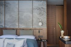 The Corner Suites at Il Sereno boast breath-taking views, floor-to-ceiling windows offering sweeping views of the calm waters. Visit Il Sereno today.
