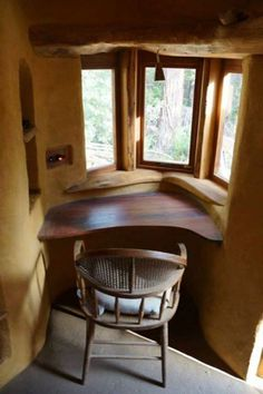 This Cob House: Cob House & Natural Building Designs - decoratoo Mud House, Cozy House, House Built, Cob Building, Building A House, Cob House Interior, Adobe Haus, Earthship Home, Earth Homes
