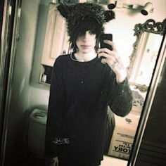 Black bear (Angie S. Cute Emo Guys, Hot Emo Boys, Emo Love, Emo Girls, Guys And Girls, Cute Boys, Emo Scene Hair, Emo Hair, Punk