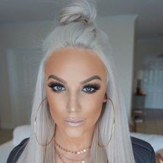 42 Best Gorgeous And Sexy Silver Hairstyle 😊 You Must Try In Prom 💕 - Silver Hair Design 05 👄💕𝕴𝖋 𝖀 𝕷𝖎𝖐𝖊, 𝕱𝖔𝖑𝖑𝖔𝖜 𝖀𝖘! 💕 💋 💋 💋 💋 Everythings about Sexy Silver Hairstyles for you Silver White Hair, Silver Blonde Hair, Bleach Blonde Hair, Beauté Blonde, Blonde Color, Brassy Blonde, Hair Color And Cut, Platinum Blonde Hair, Grunge Hair