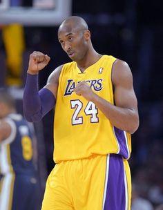 Kobe Bryant - LA Lakers Love And Basketball, Nba Basketball, Kobe Bryant Black Mamba, Lakers Kobe Bryant, Nba Stars, American Sports, Wnba, Team Player, Classic Gold