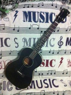 """""""bastard"""" Gibson baritone ukulele"""