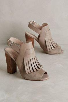 e42335d49d07 Elyse Kiltie Heels - great for that transitional look. Bruna Cardoso · Tops