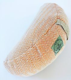 Meditation Pillow Lunar - orange : Handmade with organic hemp and cotton, filled with a combination of buckwheat and cotton for the ultimate form and shape. The bottom part is made of hemp for durability, while the top is cotton for your comfort. The outer fabric can be taken off and washed. The inner filling liner has a zipper so you can reduce/increase the amount of buckwheat and cotton to fit your personal preference. It has a handle for carrying and comes in 4 color variations.