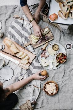 road trip: an appalachian picnic + quinoa roasted fennel & parsnip salad (Local Milk) Antipasto, White Dinner, Local Milk, Roasted Fennel, Festa Party, Summer Picnic, Beach Picnic, Spring Summer, Cookies Et Biscuits