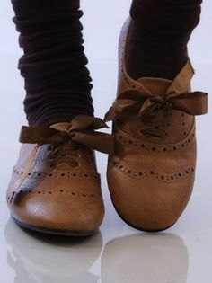 Such cute oxfords! I saw these in Ross a few weeks ago and really wanted to get them...but they weren't in my size :(