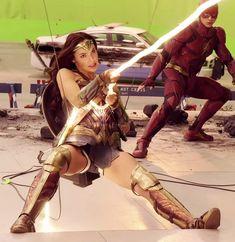 2017 - Gal Gadot as Wonder Woman on set filming Justice League. Superman, Gotham Batman, Batman Art, Batman Robin, Justice League 2017, Gal Gabot, Gal Gadot Wonder Woman, Dc Movies, Dc Characters
