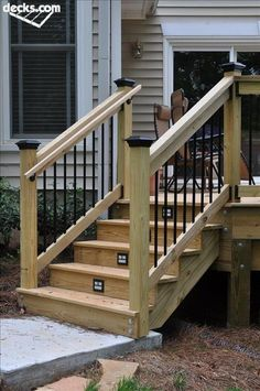 Nice look with metal contrast. Give a professional finish. This would look really nice at front door, with deck length of the house ❤️ #buildingadeck Deck Steps, Porch Steps, Diy Porch, Diy Deck, Outdoor Stair Railing, Deck Railings, Railing Ideas, Porch Hand Railing, Decking Handrail
