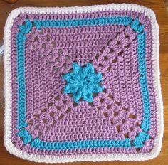 Pretty Petals Square : free pattern