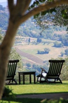 Tenuta di Canonica- Todi, Umbria,Italy I could happily live here. Places Around The World, Oh The Places You'll Go, Places To Travel, Places To Visit, Around The Worlds, Beautiful World, Beautiful Places, Emilia Romagna, Beau Site