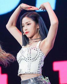 Asian Woman, Asian Girl, Red Velvet Irene, Beautiful Asian Women, Aesthetic Girl, Crop Tops, Tank Tops, Kpop Girls, Crochet Top