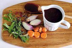 Punaviinikastike on herkullinen lisuke vaikka paistetulle pihville. Cooking For Two, Time To Eat, Yummy Food, Beef, Dinner, Healthy, Tableware, Kitchen, Foods