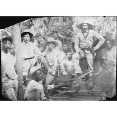 UN GRUPO DE INSURRECTOS PREPARANDO UN ASADO EN UN LUGAR INDETERMINADO DE CUBA: 1896Descarga y compra fotografías históricas en | abcfoto.abc.es
