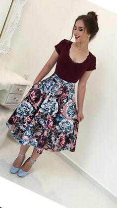 #LookFechaçao #bembasiquinha #migasualoucaarrasou #mustachestore #Top #modaevangelica #lindasemservulgar #poderosa #deslumbrante #modacrista #mulherquefazdiferença #flordoJardimdeDeus #lacrou Meeting Outfit, Modest Outfits, Classy Outfits, Pretty Outfits, Skirt Outfits, Dress Skirt, Cute Outfits, Casual Outfits, Church Fashion