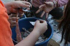 QUE ES?actividad didáctica¿PARA QUÉ SIRVE? para el desarrollo de los niños nuevas formas de reciclaje¿QUE ACTIVIDADES PODRÍAN APOYAR LA FORMACIÓN ACADÉMICA?interacción de los niños en las actividades y reciclaje¿QUE SE NECESITA PARA PODER SACAR PROVECHO DE ÉSTA HERRAMIENTA? las ganas de aprender de los niños y la indagación ¿QUE ROL JUEGA EN EL PROCESO DE APRENDIZAJE? un proceso importante por las actividades para saber que pasa con el papel ¿COSTO? ningún es reciclado